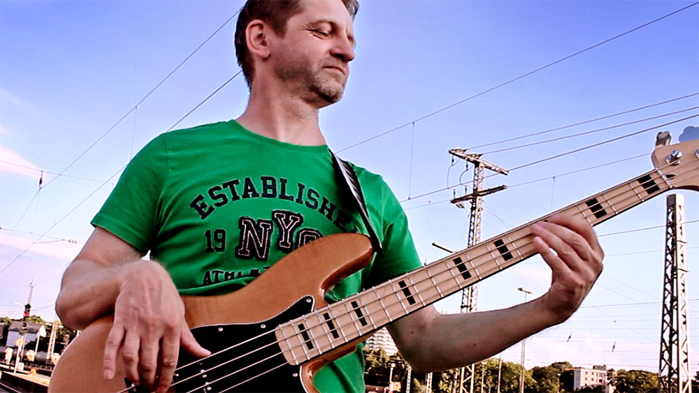 Tomasz Moskwa - Macanto Bass Player